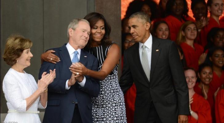 الرئيس الأسبق جورج دبليو بوش وزوجته لورا بصحبه الرئيس الحالي باراك أوباما وزوجته ميشيل في 24 سبتمبر