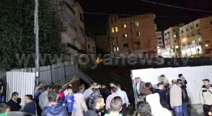 إخلاء بناية بعد انهيار أجزاء منها في منطقة نزال بالعاصمة عمان
