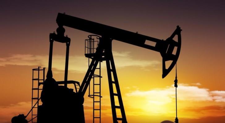 مخزونات النفط تسجل هبوطا أكبر من المتوقع