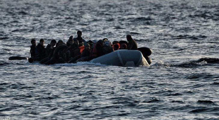 قارب يحمل مهاجرين - أرشيفية