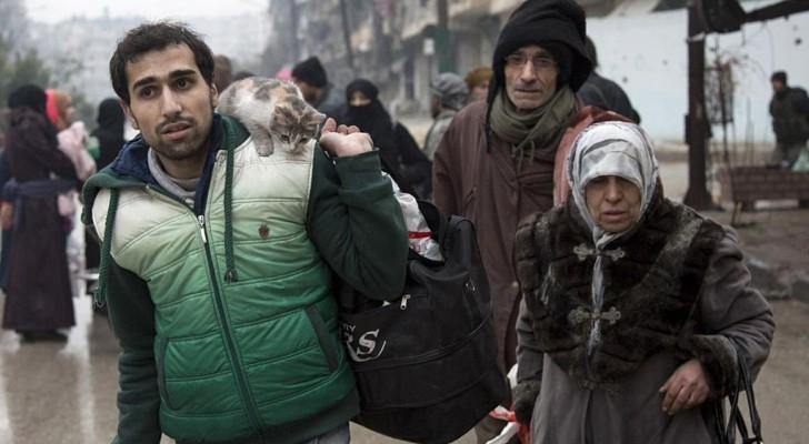 مدنيون يغادرون حلب