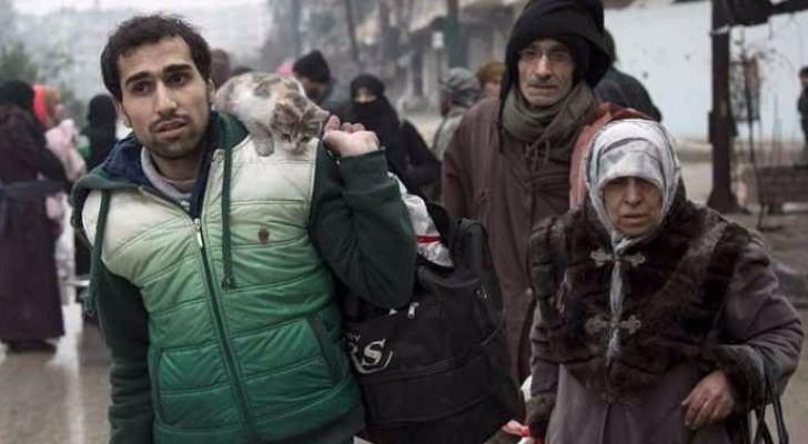 بدء إجلاء المسلحين والمدنيين عن حلب الشرقية