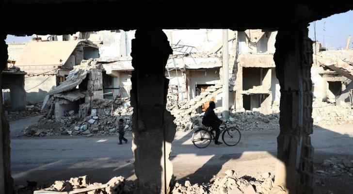 أثار الدمار في بلدة قرب دمشق