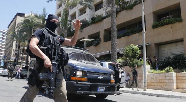 أحد رجال الأمن في لبنان
