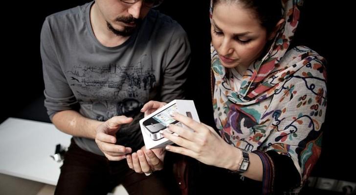 يتم تهريب نحو 100 ألف هاتف آيفون إلى إيران شهريا