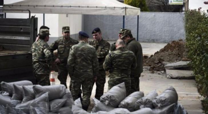 سيحاول خبراء عسكريون تفكيك القذيفة سريعا