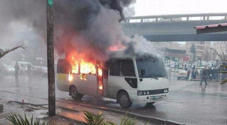 الصور لحريق الباص من مواقع التواصل الاجتماعي