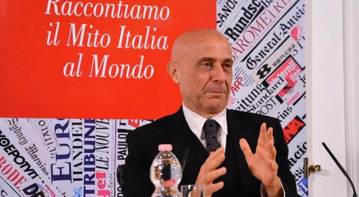 وزير الداخلية الإيطالي ماركو مينيتي