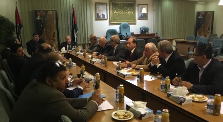 الزعنون خلال استقباله للجنة فلسطين النيابية في مجلس النواب الأردني