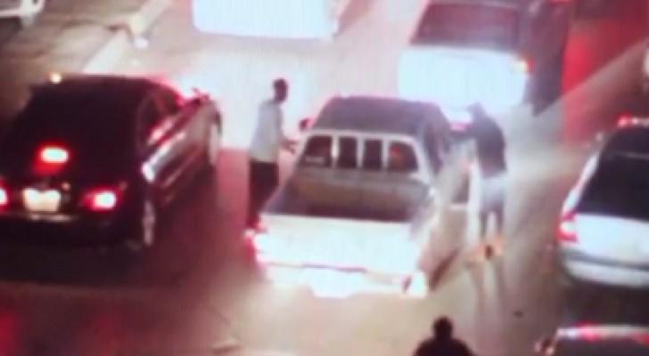 ضبط عصابة تسرق قائدي المركبات بتهديد السلاح بالسعودية