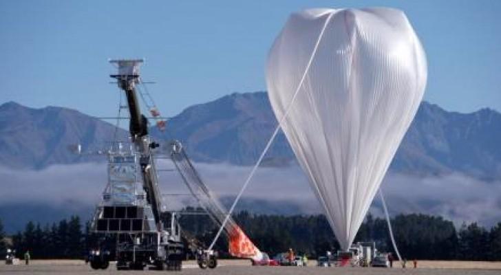 المنطاد العملاق الذي أطلقته إدارة الطيران والفضاء الأمريكية (ناسا)