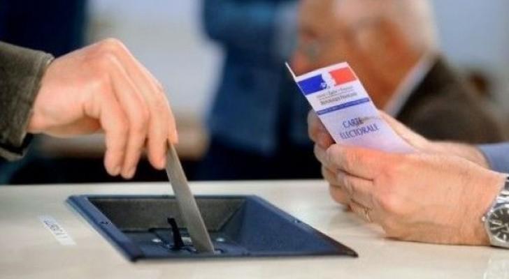 الفرنسيون يختارون نوابهم بعد شهر على انتخاب ماكرون