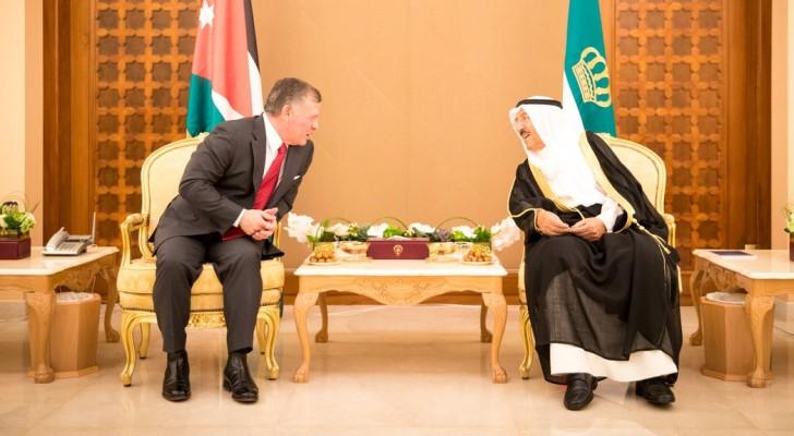 الملك يجري مباحثات مع أمير الكويت