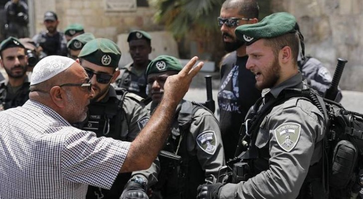 """نتيجة بحث الصور عن الاحتلال يعتدي على مصلين في """"باب الأسباط"""""""