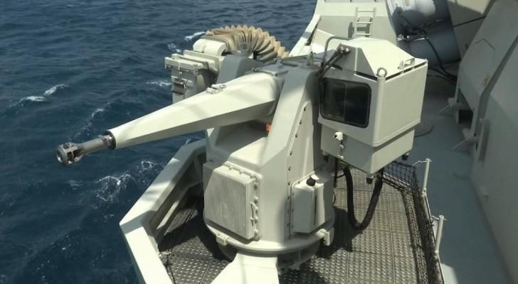 قطع بحرية تابعة للتحالف العربي تقترب من ميناء المخا
