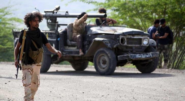 أفراد من القوات الشرعية في تعز جنوبي اليمن.