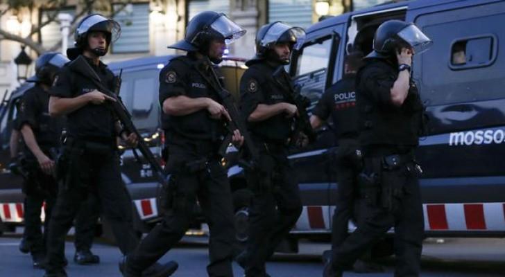 تأهب لرجال الأمن بعد هجوم برشلونة (ا ف ب)