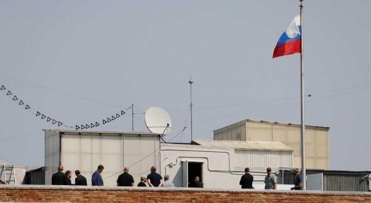 لروس يخلون مقار دبلوماسية ويحرقون وثائق حساسة