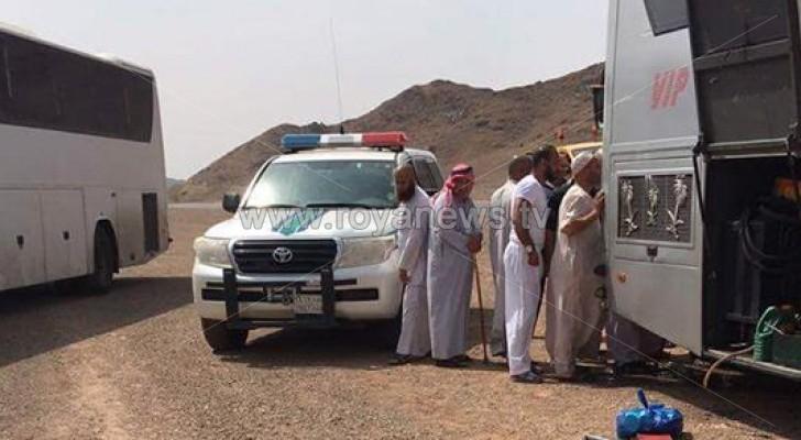 حجاج أردنيون عالقون في الصحراء بعد تعطل حافلتهم