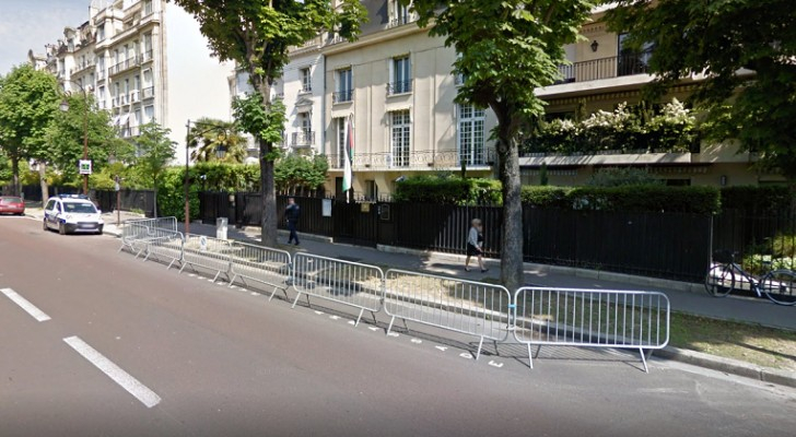الصورة أرشيفية من وسائل اعلام اجنبية للسفارة الأردنية في باريس