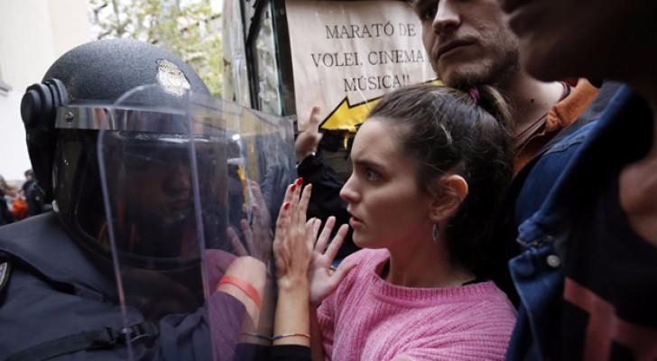 مواجهات بين مطالبين بالاستقلال والشرطة الاسبانية في كتالونيا
