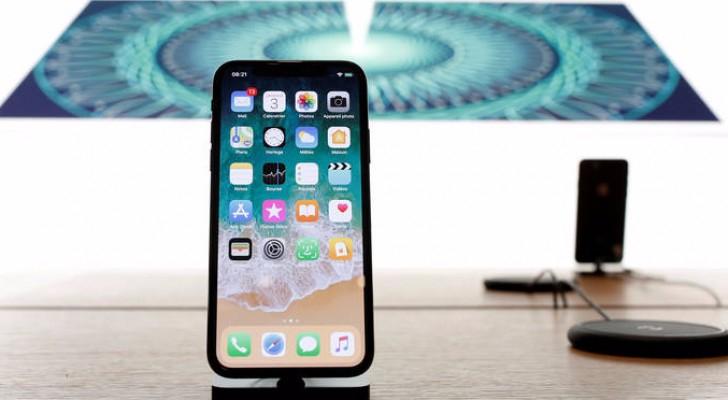 """هاتف """"آيفون 10"""" أحدث إصدارات شركة أبل العملاقة رويترز"""