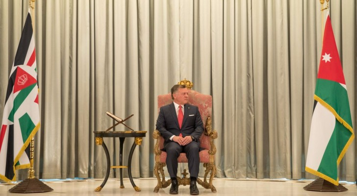 الملك يستمع لرد مجلس الامة