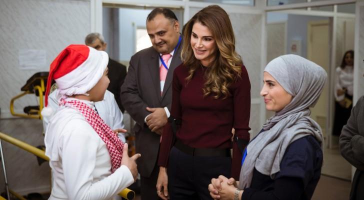 جلالة الملكة رانيا العبدالله خلال زيارتها مركز سيدة السلام للأشخاص ذوي الإعاقة