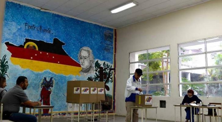 مادورو يعلن فوز حزبه بأكثر من 90% من بلديات فنزويلا