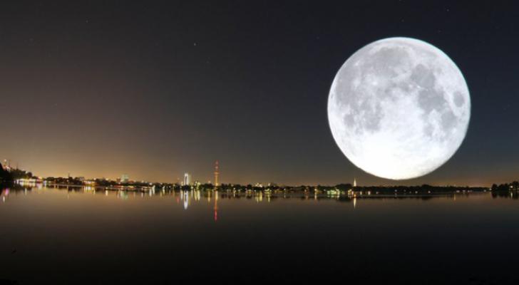 """""""القمر العملاق """"أول ظاهرة فلكية مع بداية 2018"""