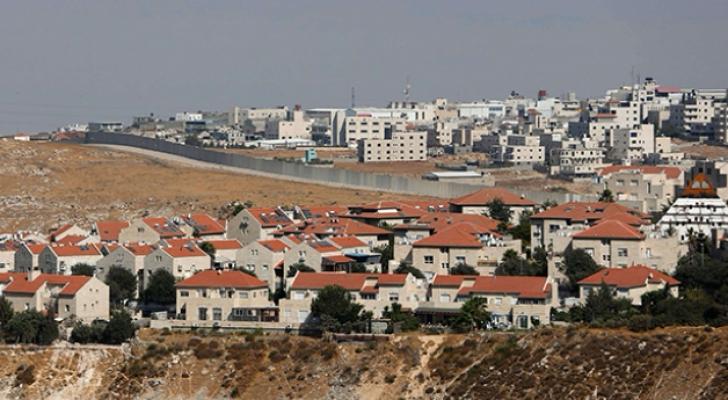 الاحتلال يصادق على بناء مئات الوحدات الاستيطانية بالضفة