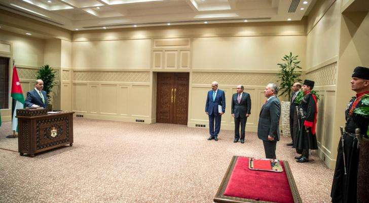 المصري يؤدي اليمين الدستورية أمام الملك وزيرا للشؤون البلدية ووزيرا للنقل