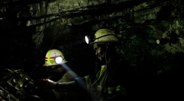 عمال منجم ذهب في جنوب افريقيا - أرشيفية
