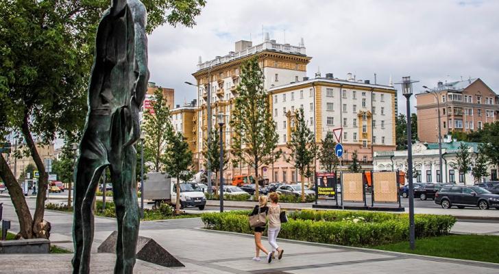 روسيا ستطرد 60 دبلوماسيين اميركيين وتغلق السفارة الأمريكية في بطرسبورغ