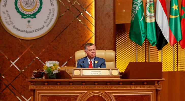 الملك خلال أعمال القمة العربية الـ 29