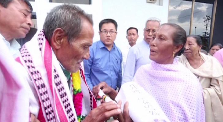 هندي يعود إلى أسرته بعد 40 عامًا من الغياب