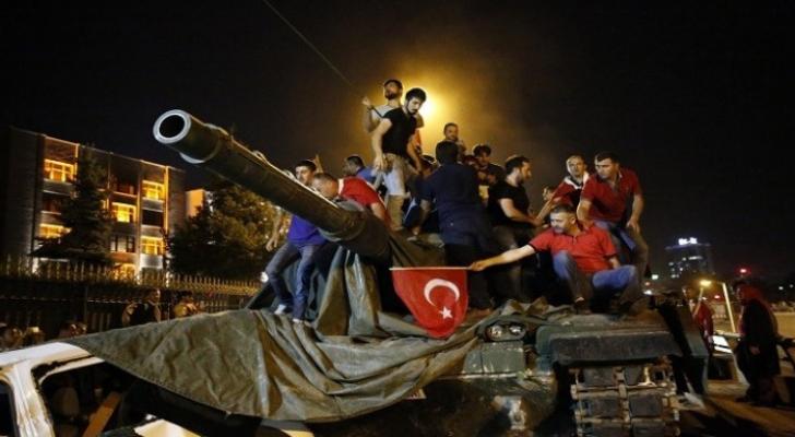 من الانقلاب الفاشل في تركيا