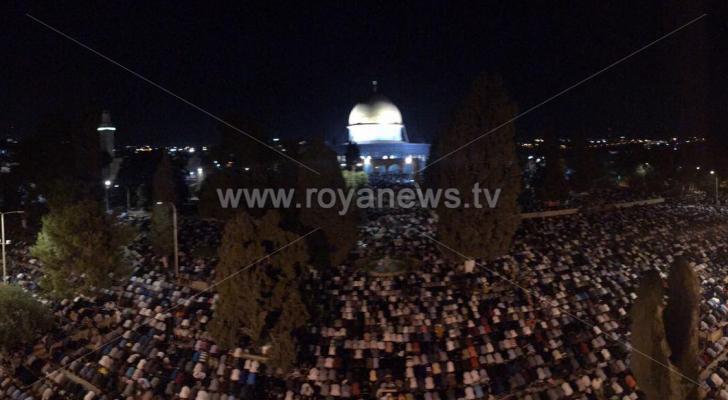 ٣٥٠ الف مصلي يحيون ليلة القدر بالمسجد الاقصى المبارك