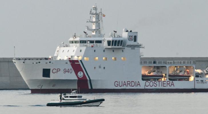 """وصول أوائل المهاجرين على متن السفينة """"اكواريوس"""" إلى مرفأ فالنسيا الإسباني"""