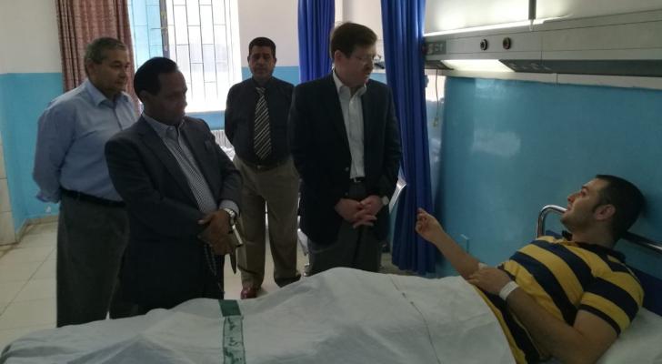 الشياب يعود كوادر طبية تعرضت لاعتداء بمستشفى الأمير حمزة