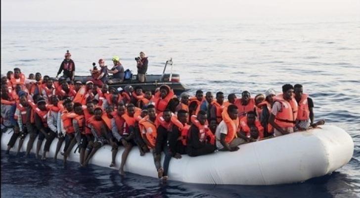 قارب مهاجرين - ارشيفية