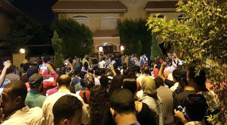 حصار جماهيري لمنزل محمد صلاح في القاهرة