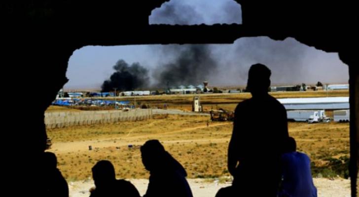 سوريون قرب معبر نصيب على الحدود السورية الأردنية