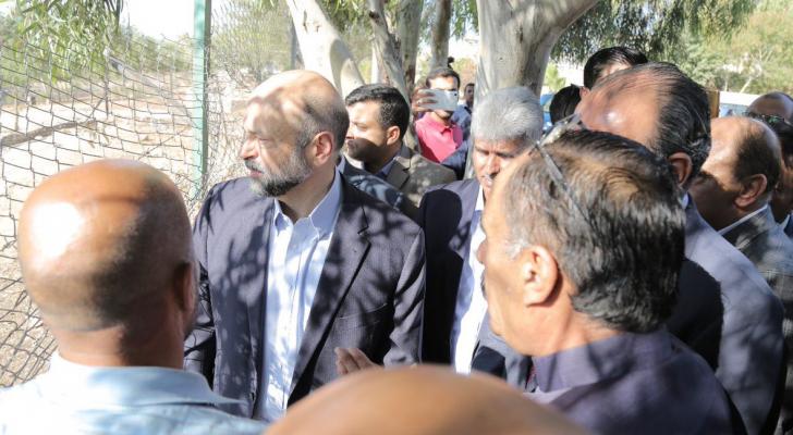 رئيس الوزراء يقوم بزيارة مفاجئة للواء الرصيفة