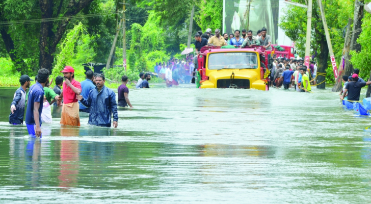 الصورة من الفيضانات التي اجتاحت الهند