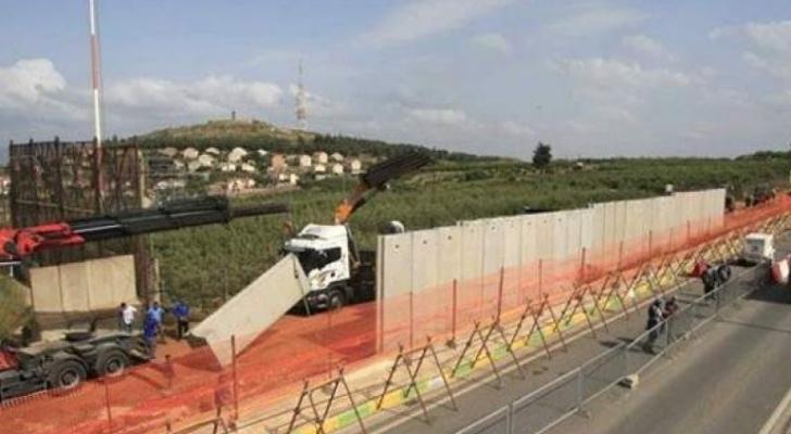 الاحتلال يباشر تركيب الجدار الفاصل مع لبنان