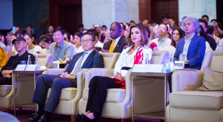 جلالة الملكة خلال مشاركتها في مؤتمر العطاء في الصين