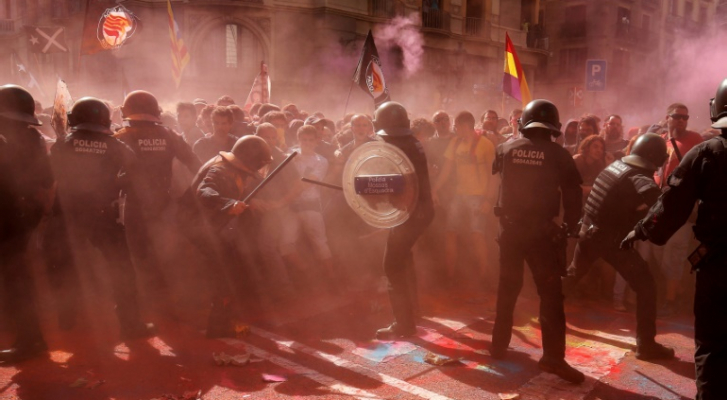 جرحى في اشتباكات بين متظاهرين انفصاليين والشرطة