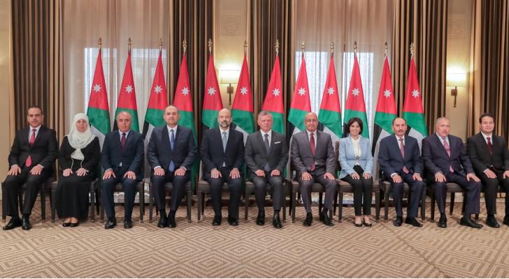 الوزراء الجدد في حكومة الدكتور عمر الرزاز مع جلالة الملك عبدالله الثاني