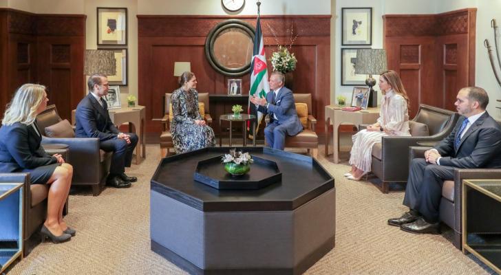 جلالة الملك عبدالله الثاني وجلالة الملكة رانيا العبدالله يستقبلان الأميرة فيكتوريا ولية عهد السويد والأمير دانيال